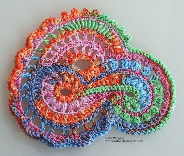 Aventures Textiles: small scrumble by Cecile Meraglia.  I need to learn how to do this!!!