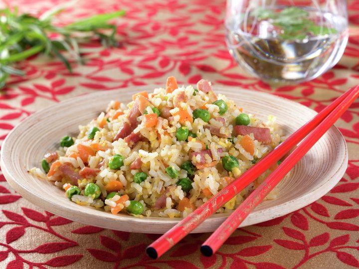 Stekt ris med skinke og grønnsaker