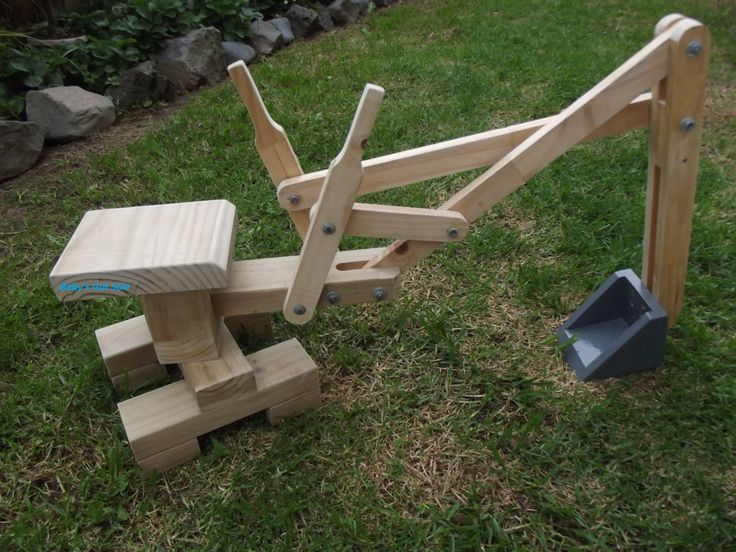 Wooden Sandpit Digger | Felt