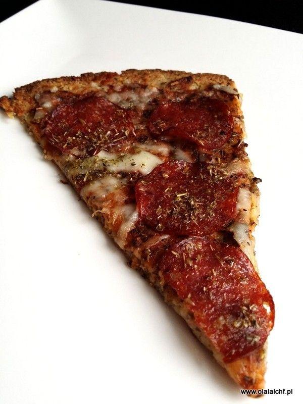 Dzisiaj jedno z ulubionych dań LCHF mojej rodzinki i znajomych :) Niskowęglowodanowa, wysokotłuszczowa z idealnymi proporcjami BTW a przy tym banalnie prosta do wykonania ;) My uwielbiamy taką tylko z salami i boczkiem, ale możecie skomponować swoją ulubioną dodając małą ilość niskowęglowoadanowych