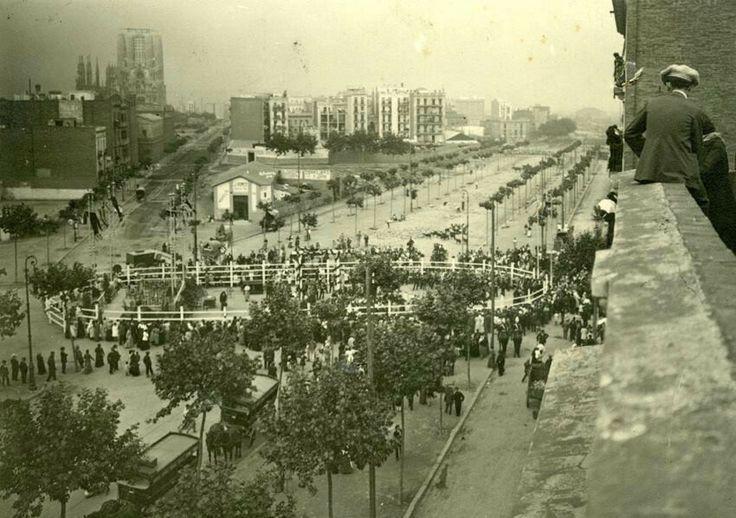 Diagonal / Passeig de Sant Joan 1914. Construcció del monument a Mossen Jacint Verdaguer.