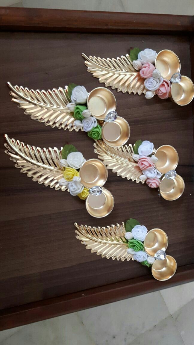 quilling leaf with golden paint