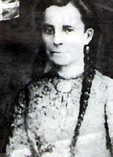Mariana Bracetti(1843-1904)      Heroína de la historia isleña. Fue la que bordó la Bandera de Lares, insurrección de la Revolución de Lares 1868 donde se luchó por la independencia de la isla.La bandera fue diseñada por Ramón Emeterio Betances. Miembro de la Junta Revolucionaria.
