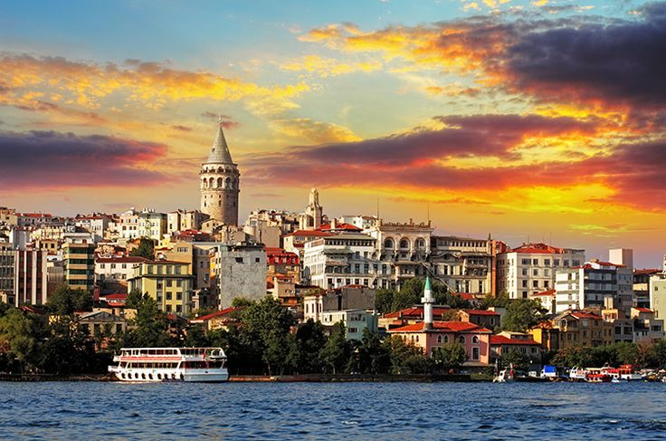 Galata hareketli bir geceye hazırlanırken… #istanbul