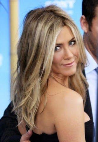 Muitas mulheres não abrem mão das madeixas loiras. Mas essa cor de cabelo exige cuidados especiais, já que desbota facilmente e tende ...
