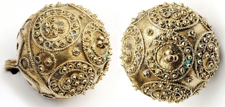 Buttons of a traditional dress of Polish noblemen (żupan) by Anonymous from Poland, 17th century, Muzeum Pałacu Króla Jana III w Wilanowie