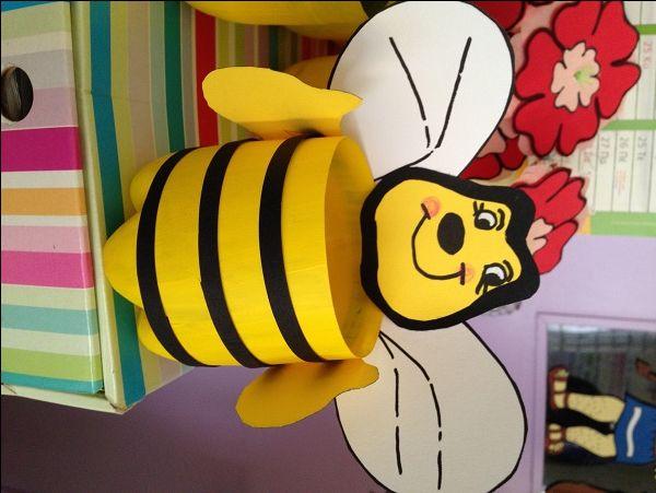 <p>Με πλαστικά μπουκάλια που έβαψαν τα παιδιά, φτιάξαμε βάζα- μελισσούλες για να βάλουμε τα πρωτομαγιάτικα λουλούδια μας, που έγιναν από χαρτόνι (γκοφρέ, αφρώδες, κανσόν) και καλαμάκια!!! ΚΑΛΗ ΠΡΩΤΟΜΑΓΙΑ!!! Σχετικά Άρθρα» Ο Μάης έχει μυστικά…»- Πληροφοριακό υλικό και κατασκευές με πατρόν για την πρωτομαγιά!!!«Καλώς όρισες άνοιξη… » – Eύκολες κατασκευές με …</p>