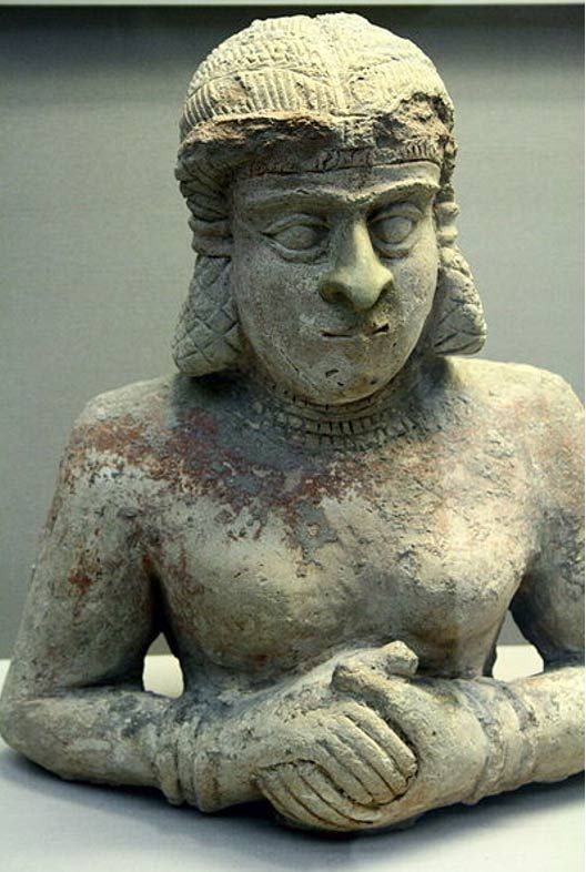 Terracotta statue of a woman. Old Babylonian (2000-1700 BC), with traces of red Paint. British Museum. (CC BY SA 3.0)