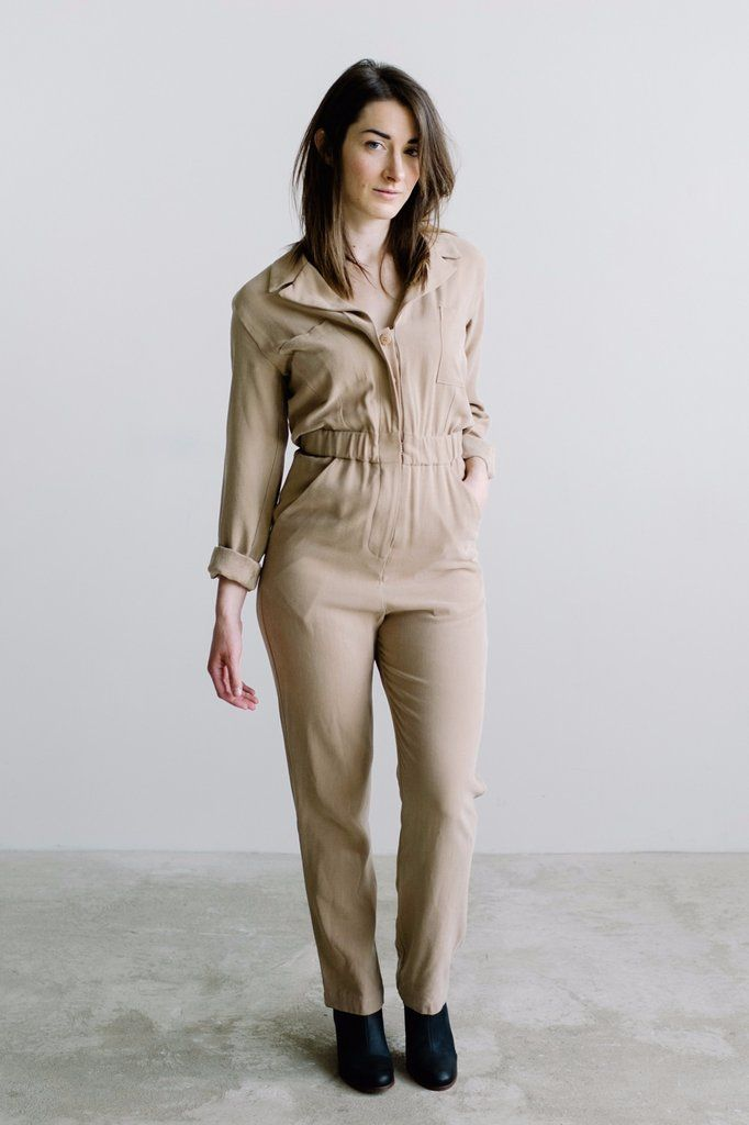 Vintage inspired coverall jumpsuit. Straight leg and an elastic band at the waist for a comfortable and tailored fit. Double breast pockets and pockets at the sides. Button fly and top closure. Sechun