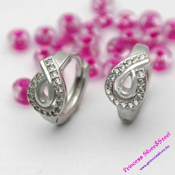 Elegáns ezüst fülbevaló, cirkónia kristályokkal. Keresd itt: www.princessilver.hu
