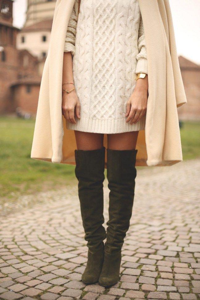 My showroom blog draagt groene over-the-knee laarzen van Sarenza met een trui jurk