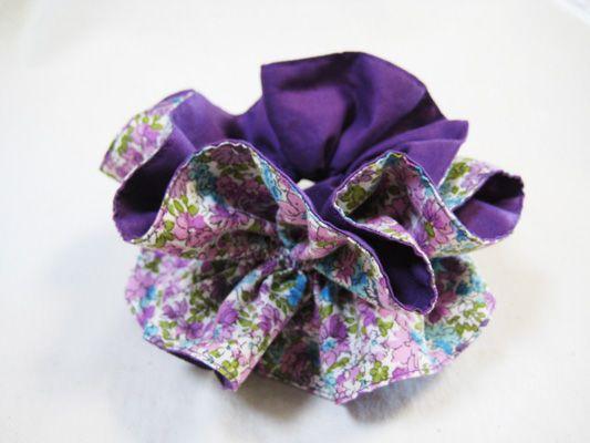 シュシュ紫×花柄1