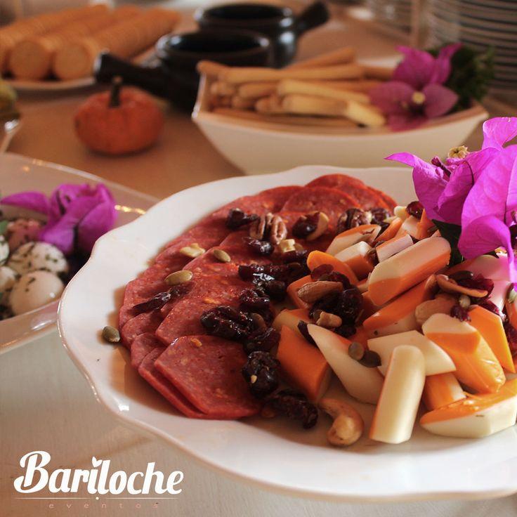 Un catering que va a deleitar a todos tus invitados.  #EventosBariloche #ExperienciaBariloche #Bariloche #Bodas #Eventos #BodasCampestres #Wedding #WeddingPlaner #BodasColombia #EventosSociales #NoviasMedellín