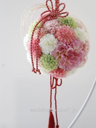 ピンクダリアとかわいいピンポンマムの和装ボールブーケ | ウェディングブーケ.jp