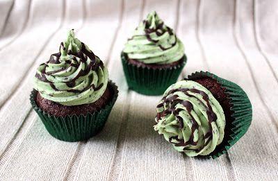 Kamomillan konditoria: Suklaa-minttupikkukakkuset