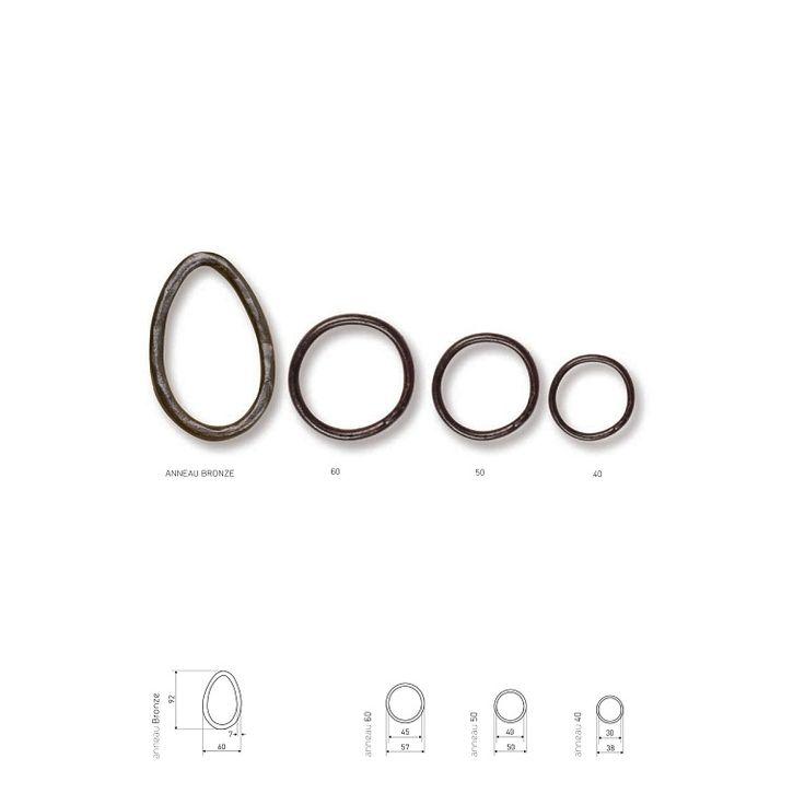 Vorhangstangen und Ringe von Objet Insolite - Material: Bronze