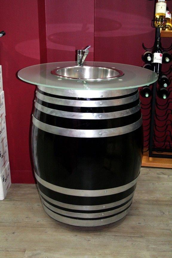 Ein originelles Weinfass : 100% autonom für eine Weinverkostung im Freien, im Laden oder Weinkeller.