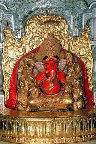 This statue is absolutely marvellous, not focusing on the material of it but the dedication that people had when making it -love Lord Ganesha