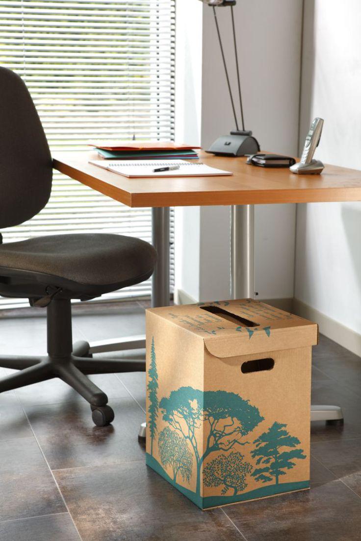 Французская компания MOTTEZ, производитель упаковки из гофрокартона, предлагает для сбора мусора в офисе или дома использовать специальные картонные коробки. Коробки предназначаются для сбора в основном бумажного мусора: бумаги, журналы, тетради и т.п.  Когда коробки для мусора наполнятся, они могут быть утилизированы, для переработки или же очищены для повторного использования.  Конструкция коробки для мусора самосборная с откидной крышкой, в крышке проделано отверстие для мусора. В боковых…