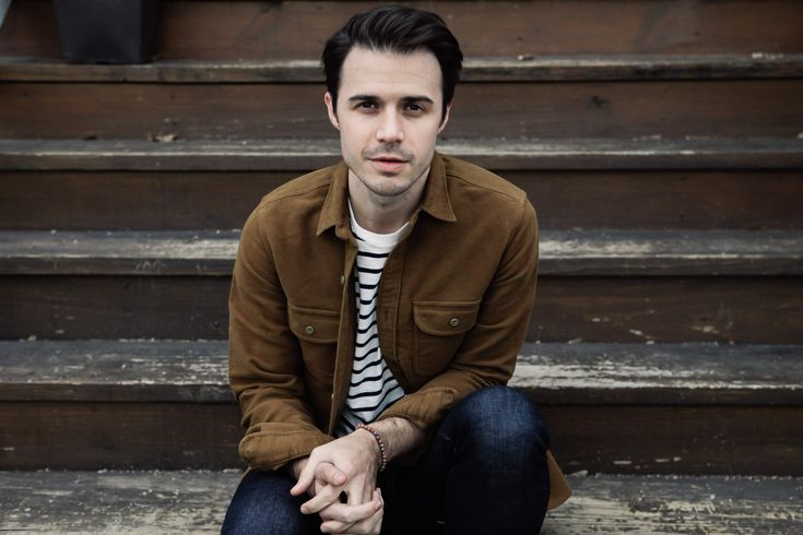 It's December, which means we're in that weird window between when singers audition for American Idol and when their show actually airs. Kris Allen remembers it well.