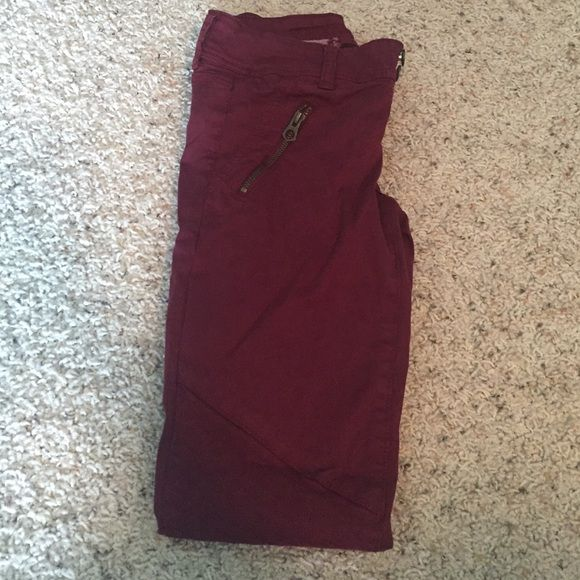 AE Crops Great maroon cropped pants. Fantastic detailing and side sips. Hardly worn as I grew out of them quickly. Size zero American Eagle Outfitters Pants Ankle & Cropped