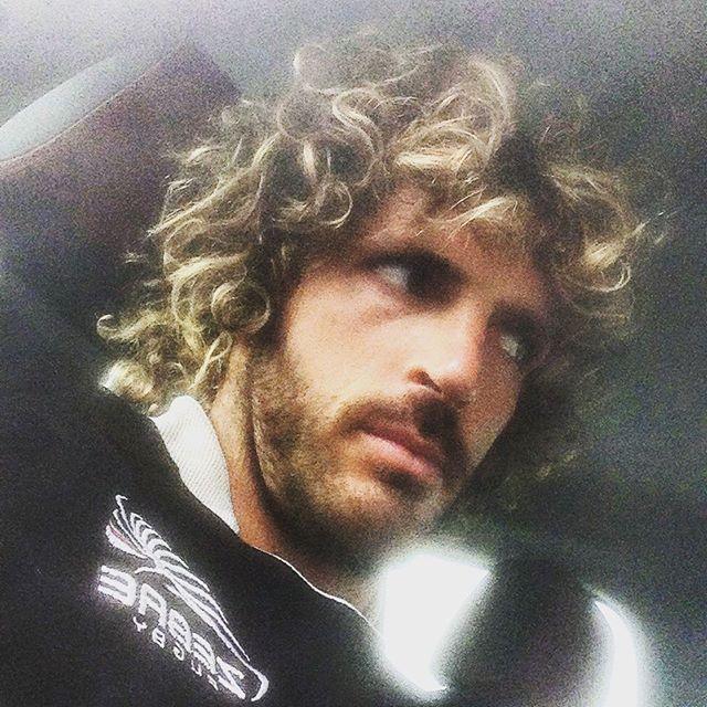 #MircoBergamasco Mirco Bergamasco: Che capelli abbiamo oggi?!?! Si inizia presto oggi però è venerdì #zebrerugby #palestra #newseason #playhard #workhard #pro12 #picoftheday
