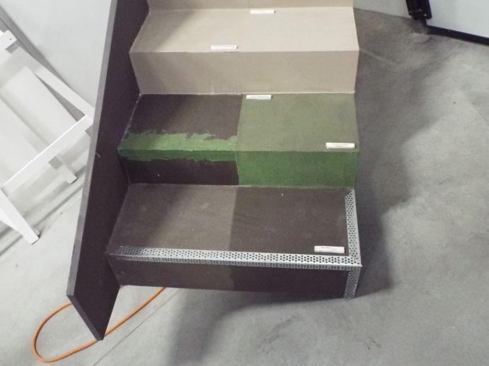 Particolare di vecchia scala rinnovata con resina, vari passaggi.  www.stanzedautore.it