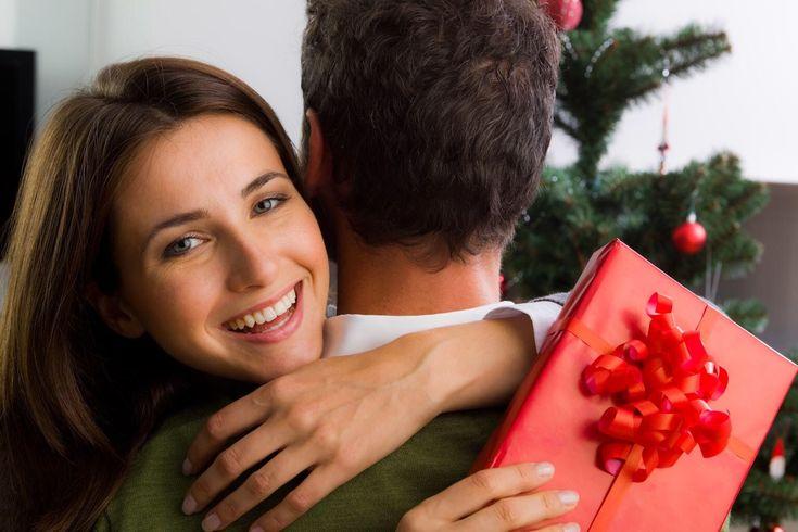 Правила выбора парфюма в подарок девушке http://perfumeforme.ru/blog/pravila-vybora-parfyuma-v-podarok-devushke  Есть презенты, которые уместно дарить дамам любого возраста. Одним из таких примеров является парфюм. Правда не все решаются дарить духи представительницам женского пола, ведь аромат - дело достаточно личное, он должен в первую очередь нравиться и подходить по стилю его обладательнице. Как выбрать парфюм в подарок девушке и не ошибиться советы от Perfume For Me  Читайте статью в…