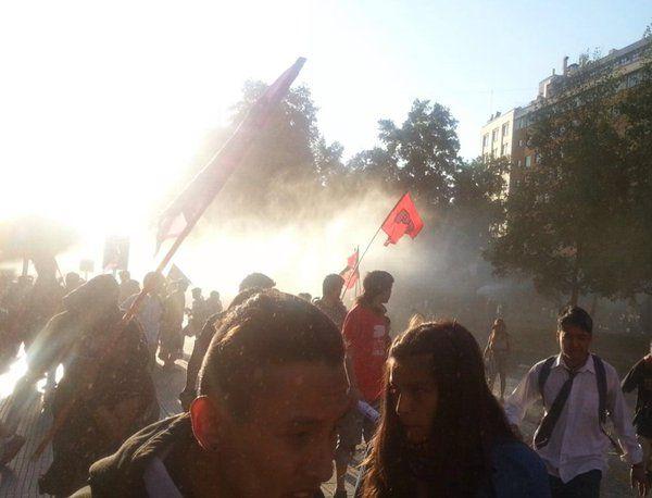 La represión #FFEE se hace presente en la movilización, mandatados por @GobiernodeChile que solo reprime al pueblo
