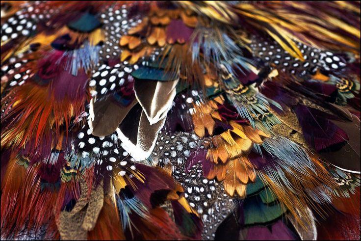 L'histoire des Métiers d'Art de Chanel: Lemarié, plumassier et fleuriste http://www.vogue.fr/mode/news-mode/diaporama/l-histoire-des-metiers-d-art-de-chanel/16520/image/885885#!lemarie-plumassier-et-fleuriste