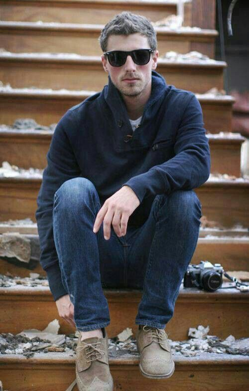 Men's fashion. - Some darkblue ~sweatshit - Jeans - Normal shoes