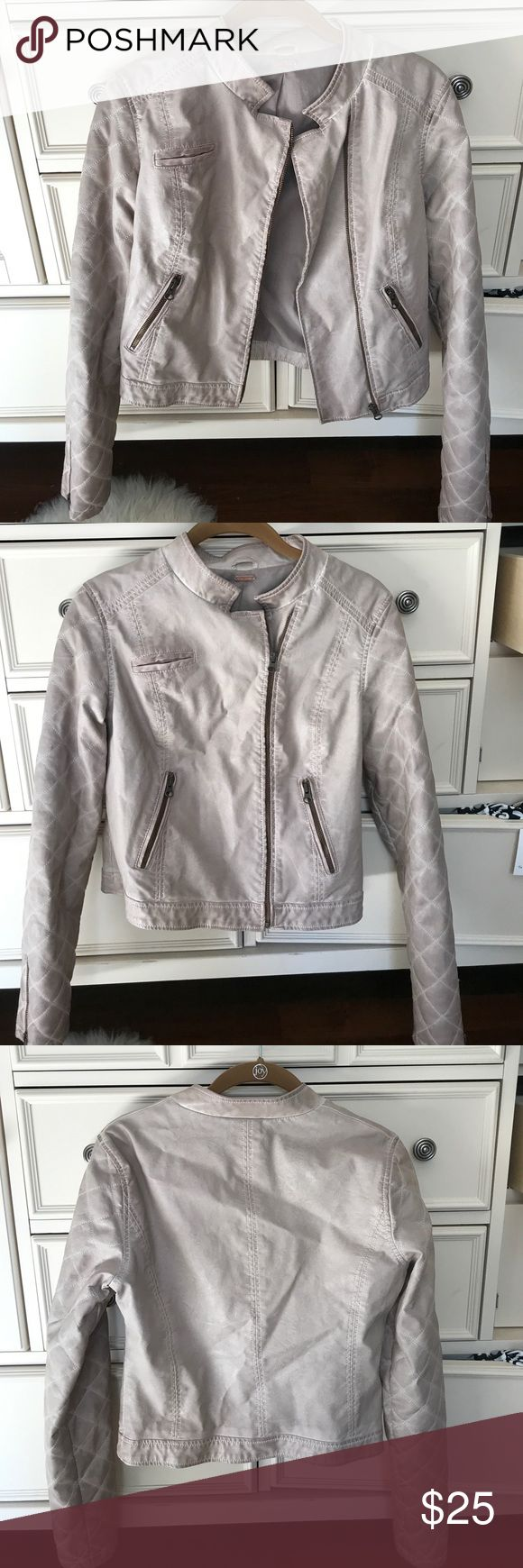 Free people Jacket Mauve Free People quilted detailed jacket! Size S/M and worn only a few times! Perfect for a cool fall day or a night out! Free People Jackets & Coats