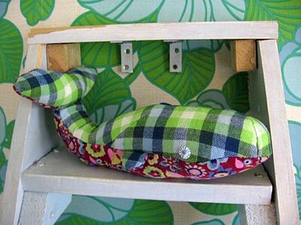 Мягкая подушка-кит для детей