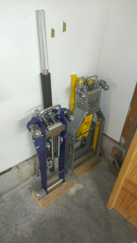 Floor jack storage