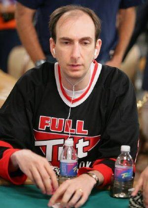 no entanto o seu currículo fala por si, o nova-iorquino é não só um dos melhores jogadores da atualidade como da história do Poker.