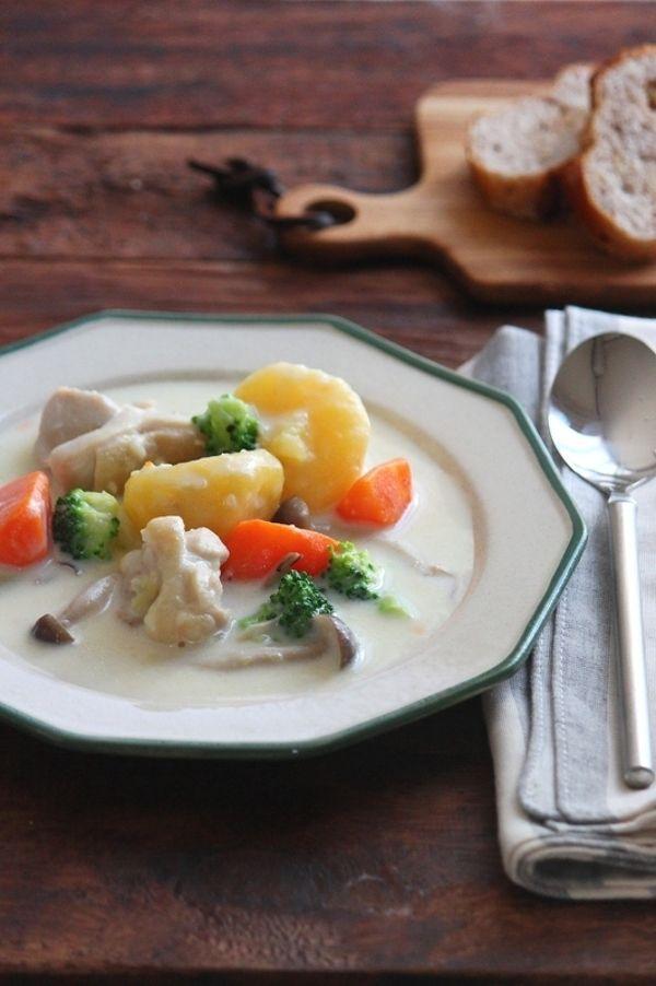 失敗しらずのホワイトソースのレシピも。クリームシチューで野菜も肉もたっぷりと。 | キナリノ