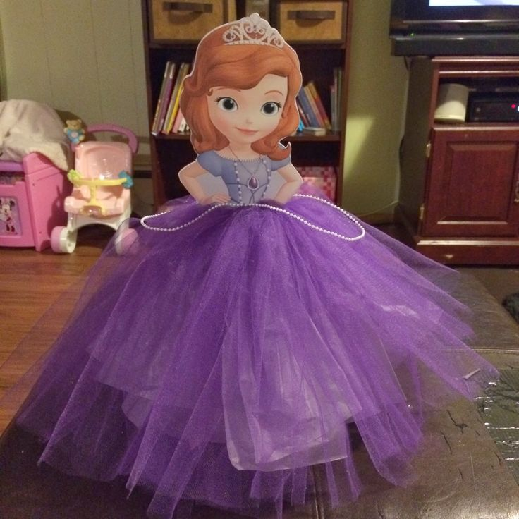 Cute centerpiece idea for a Sofia the First Birthday Party