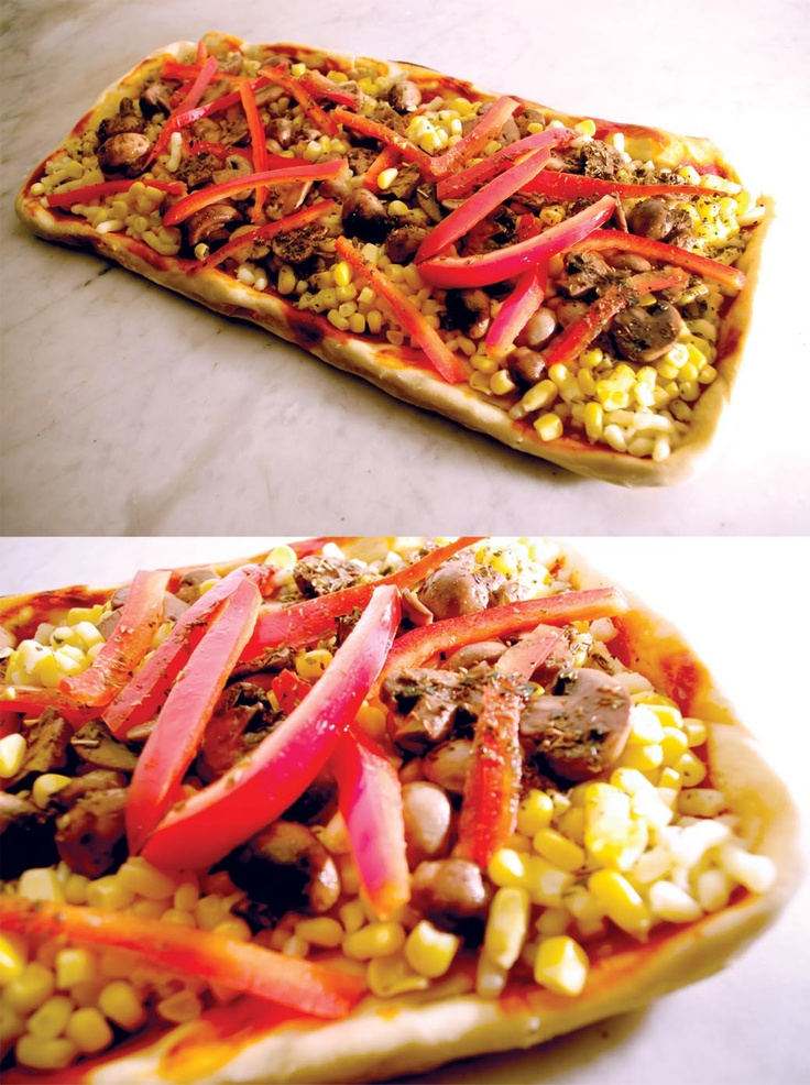 champignon / choclo / pimentón, oliva y suaves toques de especias.    Esta es una pizza suave, intensa en aromas, especial para un vino rosado o una cerveza rubia...