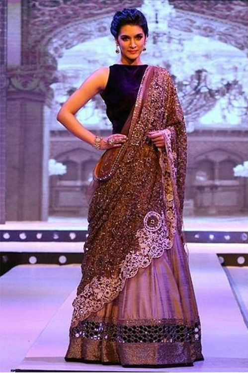 Manish Malhotra at BFW. Another beautiful piece, very elegant. blouse