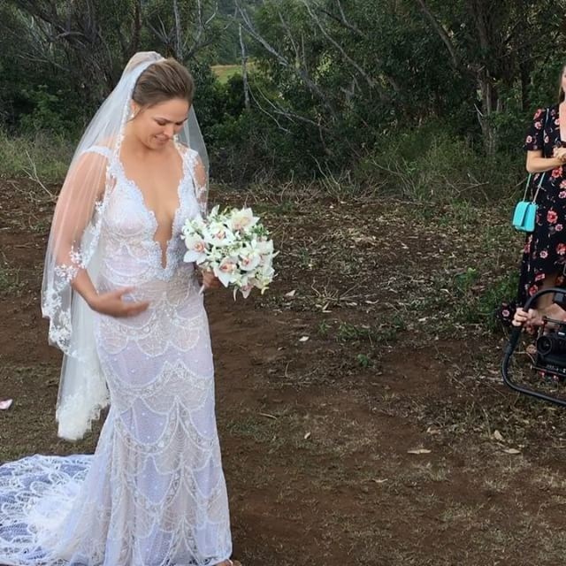 Here comes the bride  Beautiful Ronda Rousey on her wedding day in the gorgeous Hawaiian islands  Thank you for having me Ron & Trav!! 😘#browsey2017 #rondarousey #travisbrowne #hawaii #maui #wedding #2017 #ufc #mma #celebrity #teamrousey #nofilter