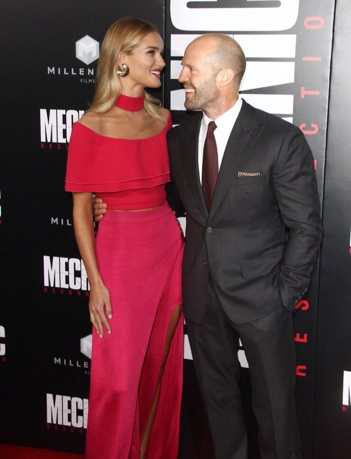 """Rosie Huntington-Whiteleyand actor Jason Statham are expecting! Themodel announced the happy news via Instagram on Thursday (Feb. 9).   """"Very happy to share that Jason and I are expecting!! Lots of love Rosie x ❤ Photo by @jasonstatham,"""" Huntington-Whit"""