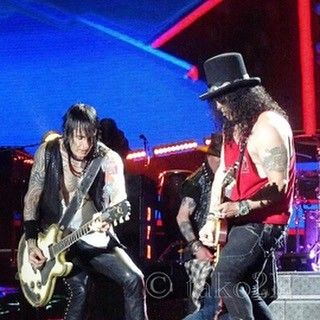Guns n Roses' Richard Fortus rockin' with EvilEve custom made leather guitar strap :) #leathergoods #guitarstrap #gunsnroses #sexdrugsandgunsnroses #evilevedesign #evileve #guitar