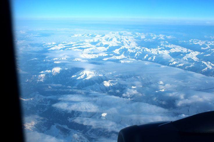 ☆共和AMELスナップ☆  ヨーロッパ外遊のスタッフから、ローマからフランクフルト行きの飛行機内で、撮影したアルプス山脈の写真が届きました。  おそらく、オーストリア上空から見える中部アルプス山脈と思われます。 因みに、アルプス山脈は東西約1,200km、その最高峰がモンブラン4,808mです。  #アルプス  [共和薬品工業URL] http://www.kyowayakuhin.co.jp/