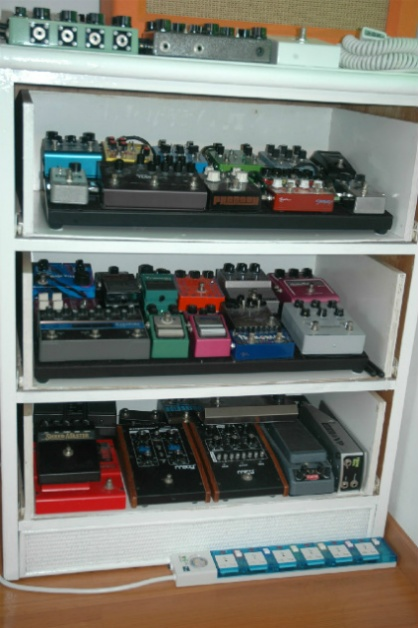 diy pedal rack using old chest of drawers guitars and pedals in 2019 music studio room. Black Bedroom Furniture Sets. Home Design Ideas
