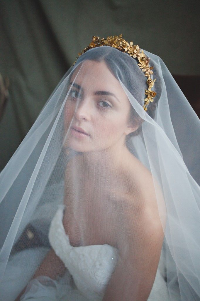 Metallic Glittering Gold Headpieces Veils