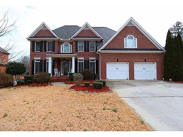 GOLFER'S DREAM HOME! 4-SIDE BRICK HOME ON THE 18TH GREEN & LAKE LOT! MAIN LEVEL HAS FORMAL DINING, STUDY/GUEST SUITE W/FULL BATH, SUNROOM W/FIREPLACE & GREAT ROOM W/FLOOR TO CEILING WINDOWS! KITCHEN IS HUGE & HAS EVERYTHING! DINING & BREAKFAST ROOM! MASTER BEDROOM HAS SITTING AREA & DRESSING ROOM! PRIVATE TEEN/GUEST SUITE! FINISHED BASEMENT! PLEASE CHECK PHOTOS & TOUR FOR MORE INFO! #zillow