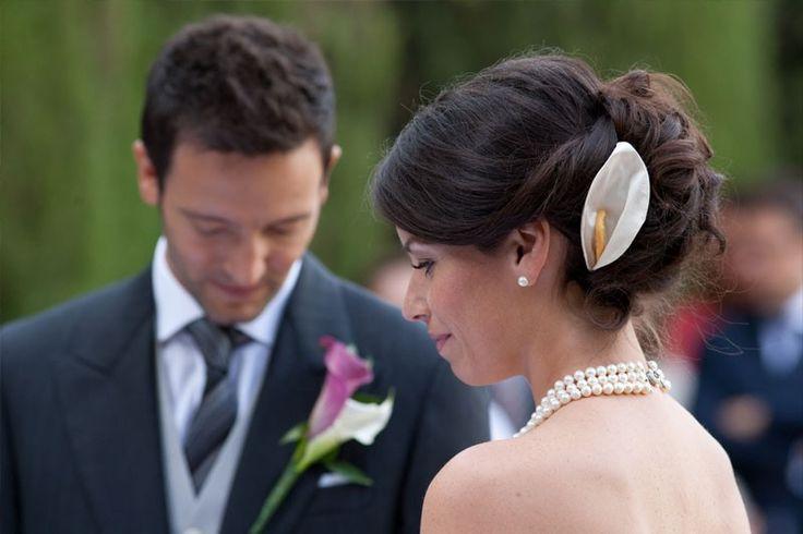 http://samsparrucchieri.it/servizio-acconciature-sposa-4.html Per un giorno speciale, occorre un servizio speciale. L'abito da #sposa da solo non può rendere quell'evento magico al 100%. Un elemento molto importante per rendere tutto perfetto è l'acconciatura che mette in risalto il volto della sposa. Studiamo l'acconciatura insieme alla sposa per adattarla all'abito che indossa e al tipo di cerimonia.