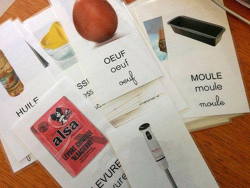 Lorsque je travaille avec mes élèves de maternelle (ms et gs) sur certaines activités mettant en oeuvre du vocabulaire spécifique,j'aime utiliser des flashcards, cartes-images en français da…