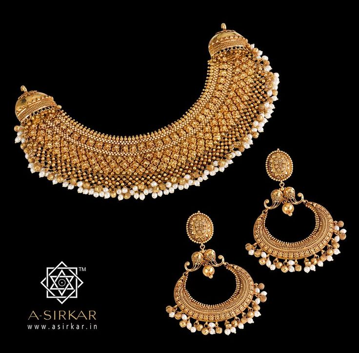 Priya:  Two of our celebrated necklaces were expertly blended to create this lavish bespoke neckpiece for the daughter-in-law of a customer who's been with us from way back in the early nineties.  The form closely follows the Kammal Kolusu while the elements are from both that and the popular Neem Chameli necklace.