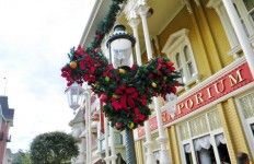 Street Light Christmas Decorations, Main Street, Magic Kingdom, Walt Disney World tami@goseemickey.com